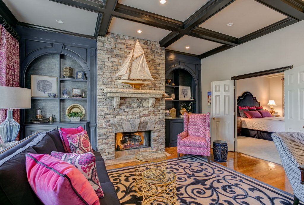navy and magenta sitting room